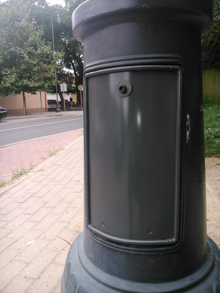 Kandeláber ajtó, lámpaoszlop ajtó